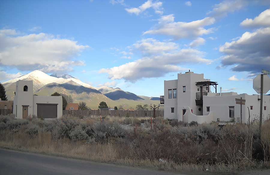 Taos vacation rental lodging taos vacation home rental for Cabins in taos nm